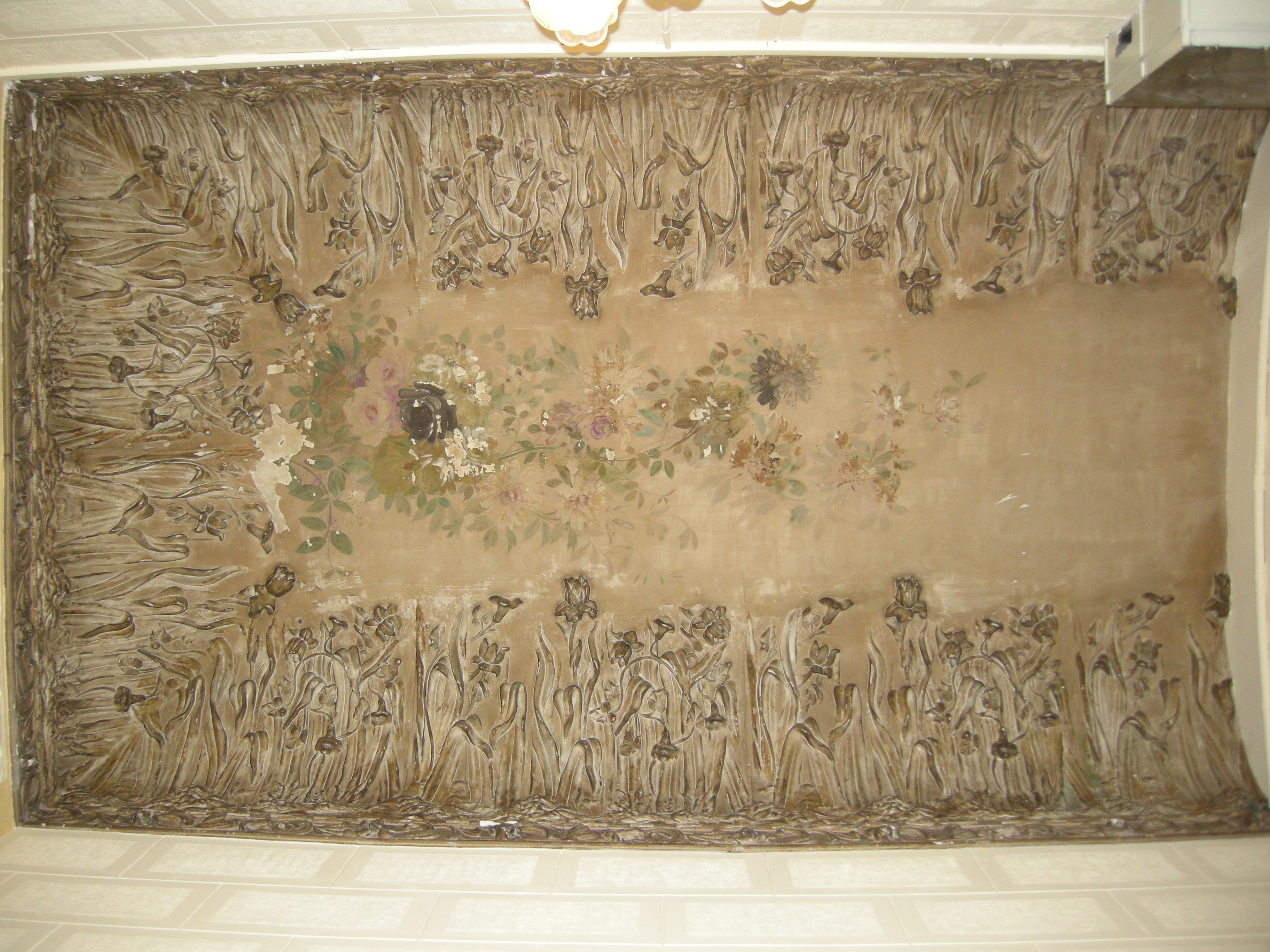 El equipo de profesionales de la Escuela ECORE ha realizado la restauración de las pinturas y molduras modernistas que formaban parte del techo de la portería de una finca […]